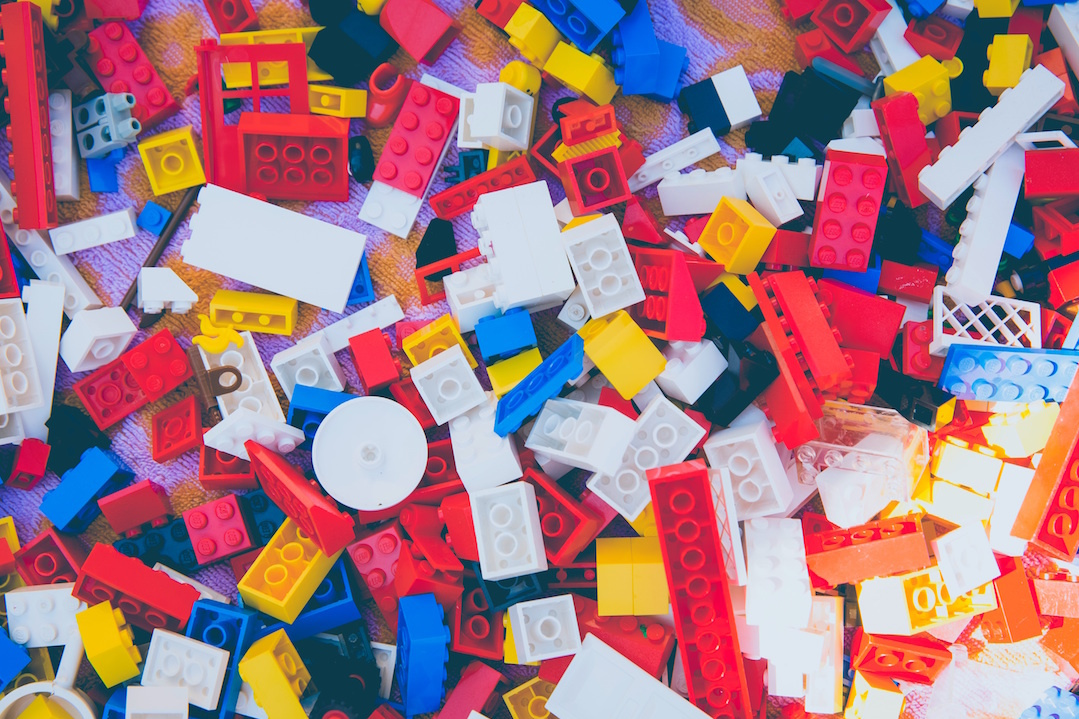 A pile of lego blocks mixed together