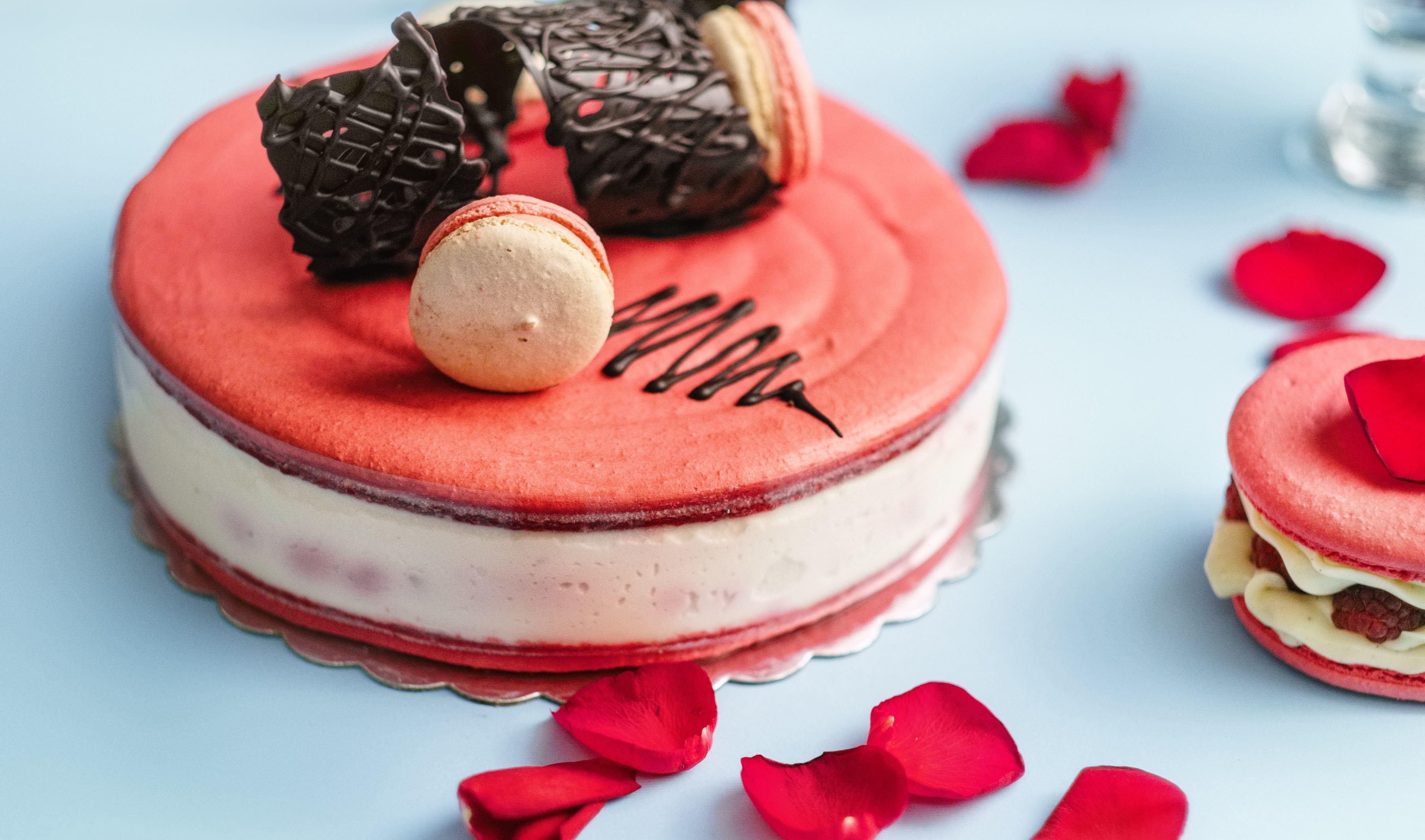 cake with rose petals