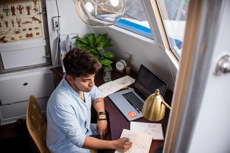 freelancer works in home office