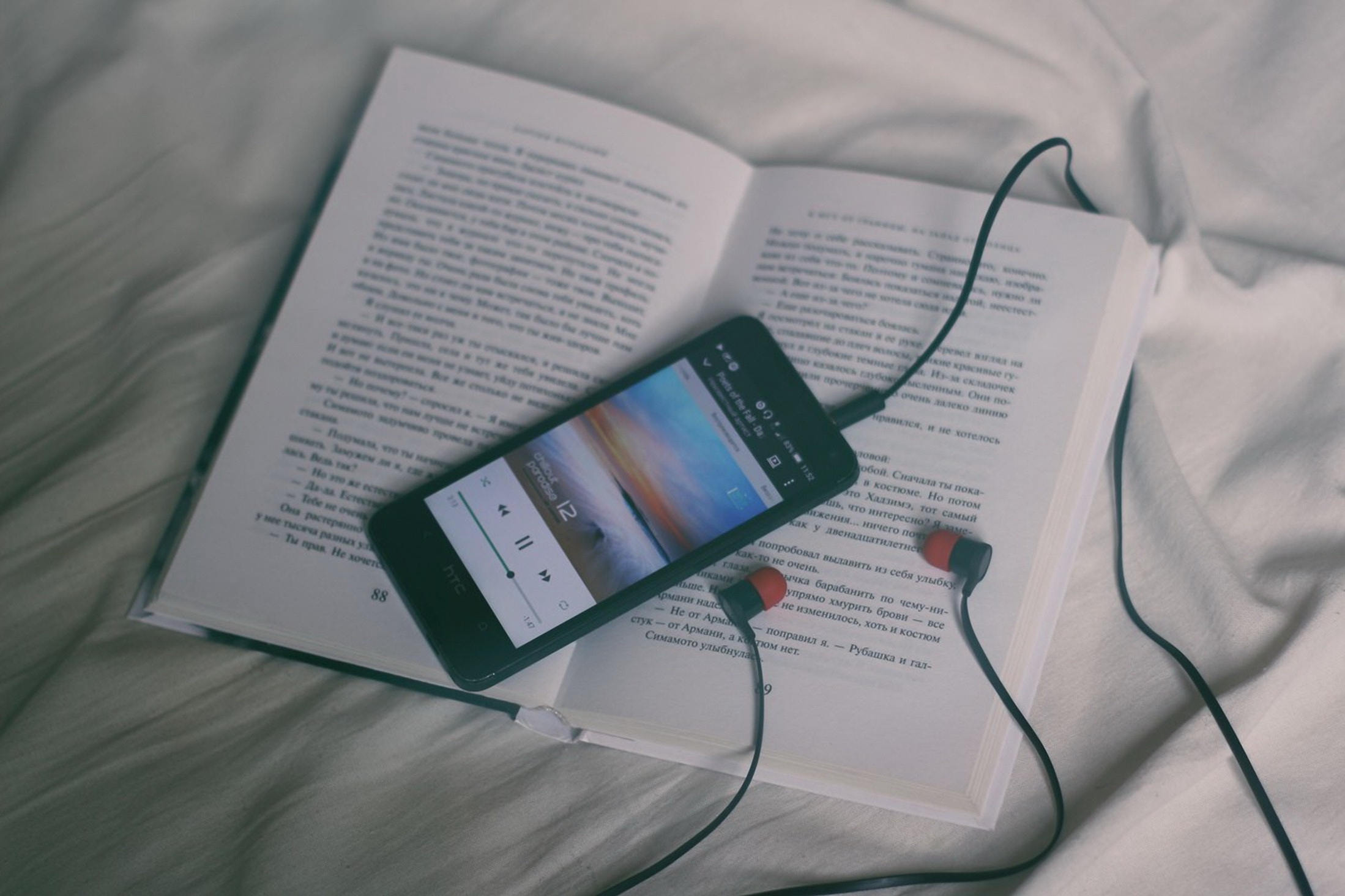 book and ipod device