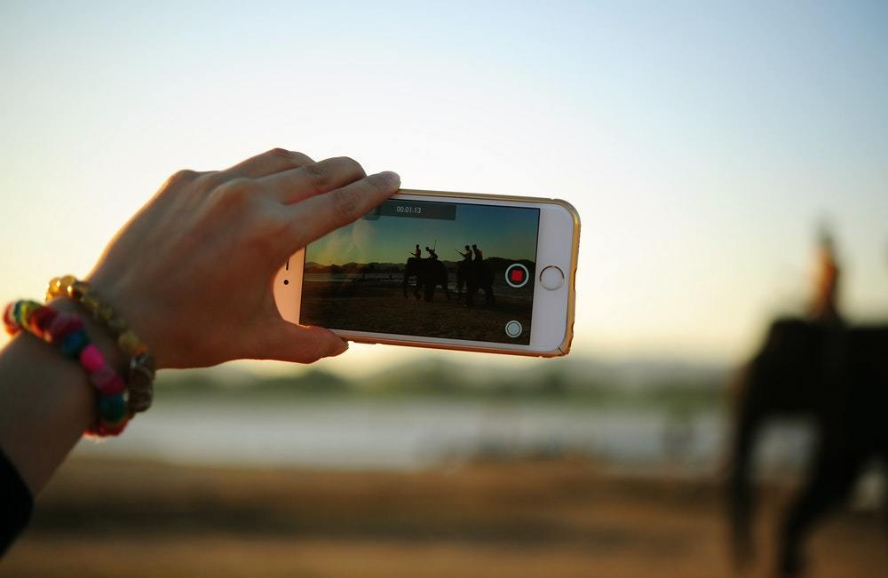 Here's how B2B marketers can leverage video on LinkedIn to engage prospective buyers.